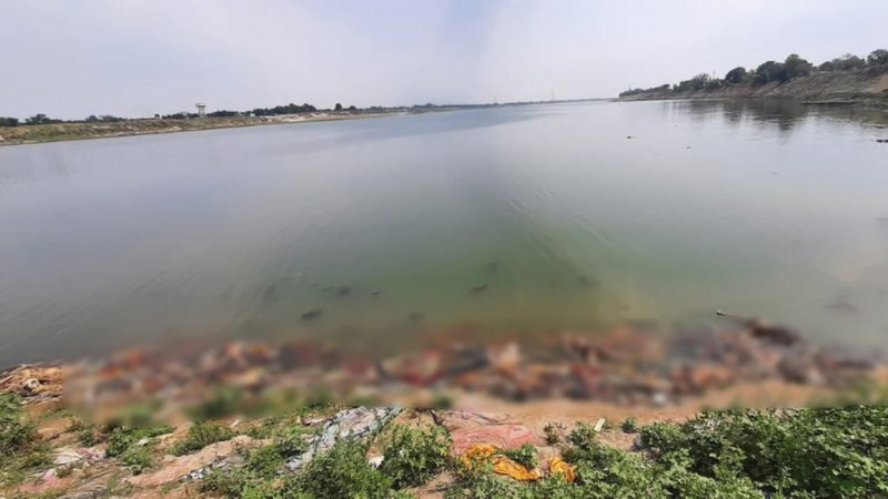 Yamuna River Delhi: Locals in India pointed out that the high cost of cremation