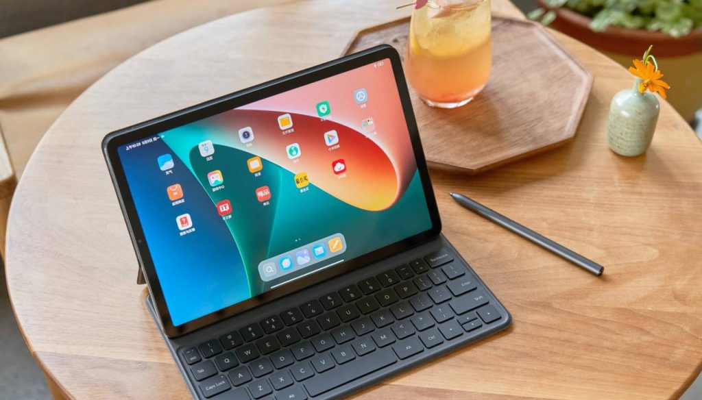 Xiaomi Mi Pad 5 Pro display and homescreen apps preview