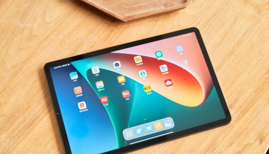 Xiaomi Mi Pad 5 Pro body ratio and home screen apps preview